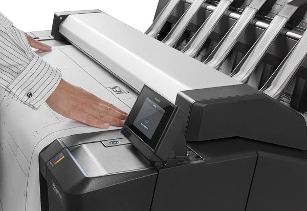 HP DesignJet T2530ps MFP beim Scannen